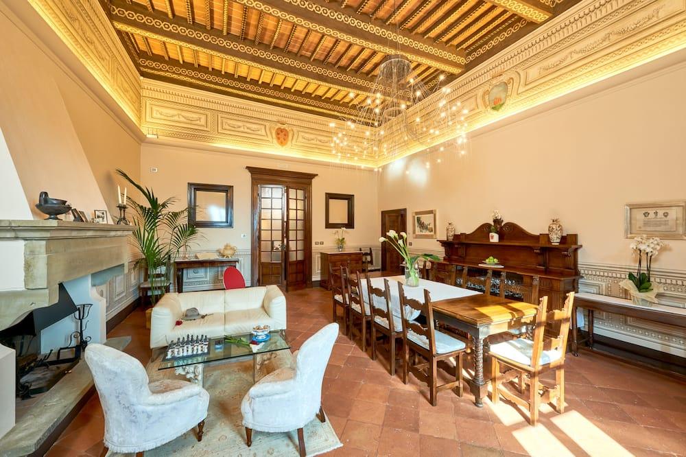 Ексклюзивні апартаменти, багатомісний номер - Житлова площа