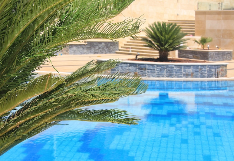 Grand Park Hotel, Ramallah, Kültéri medence