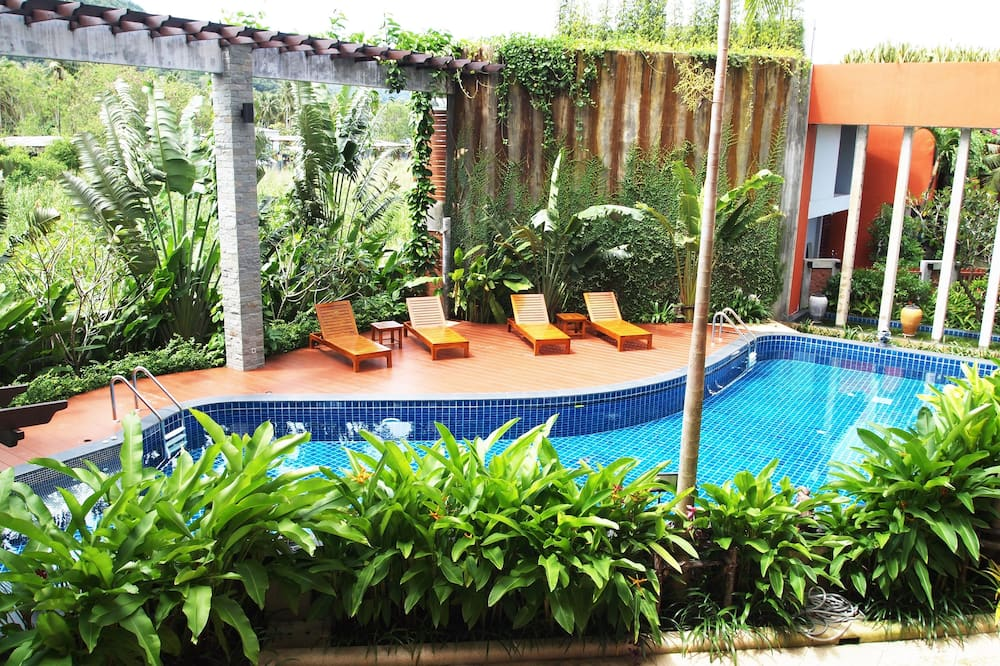 Budget Double Bed room With Pool View - Outdoor Pool