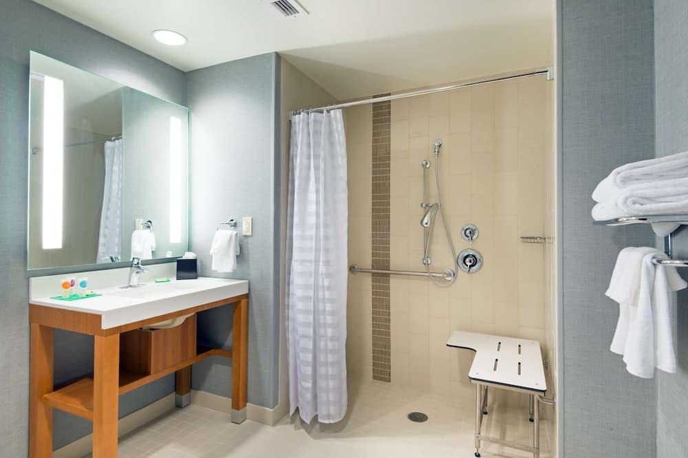 Room, 2 Queen Beds, Accessible, Bathtub - Bathroom