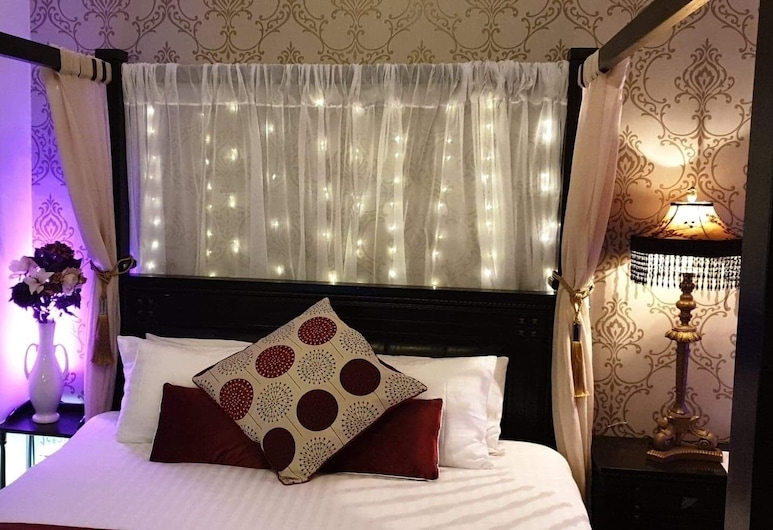 The Fox & Hounds, Guisborough, Classic Double Room, Bathtub, Bilik Tamu