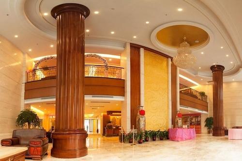 โรงแรมเป่าเยวี่ยเซินเจิ้น/