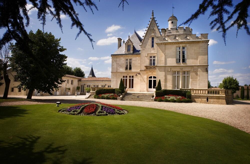 Château Pape Clément - Bernard Magrez Luxury Wine Experience, Pessac