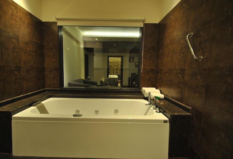 Rivatas, Varanasi, Apartament typu Deluxe Suite, Łóżko king, Wanna z hydromasażem