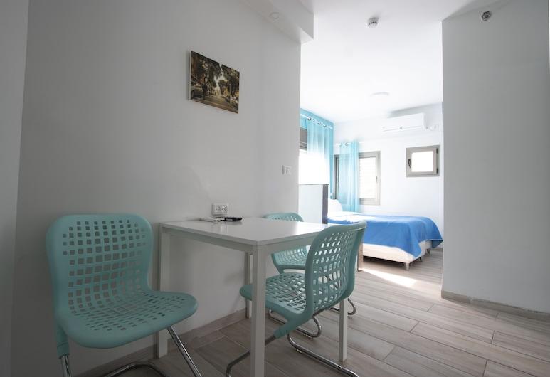Sea Plaza Residence, Haifa, City Quadruple Room, City View, In-Room Dining