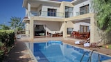 Choose this Villa in Pegeia - Online Room Reservations