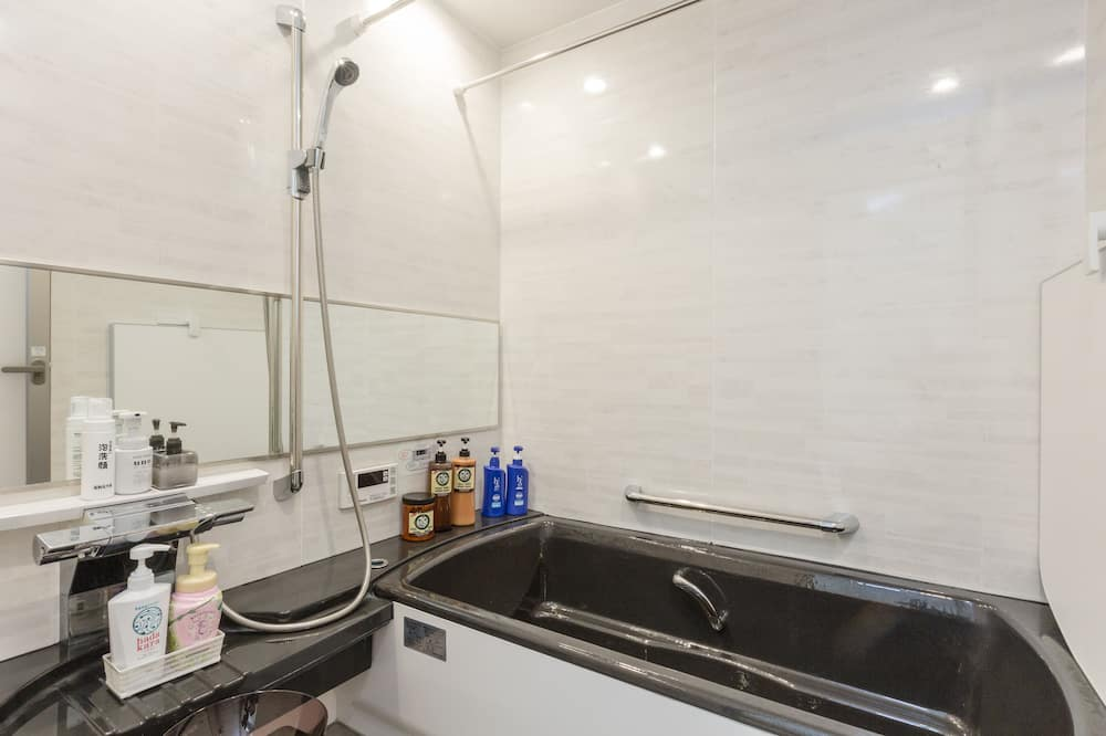 Deluxe Japanese Style Room, Non Smoking (Shared Bathroom) - Bathroom Sink