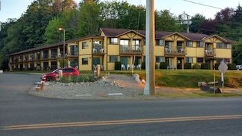Picture of Wessex Inn By The Sea in Cowichan Bay