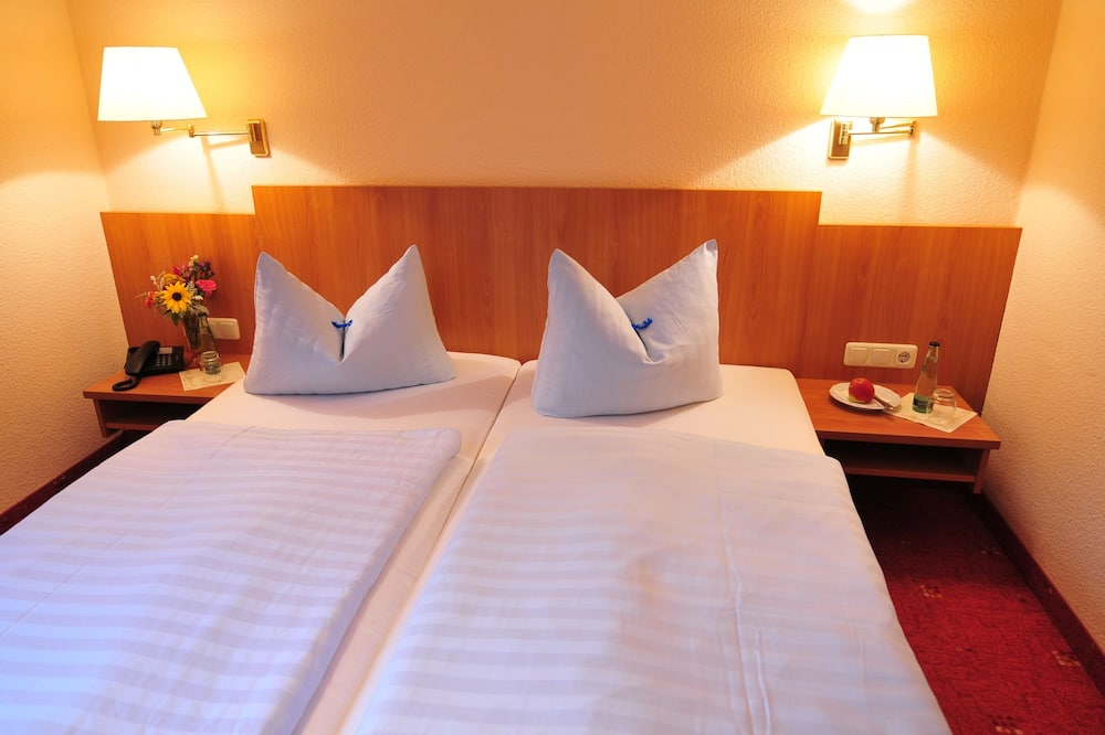Basic Double Room, 1 King Bed, Non Smoking - Guest Room