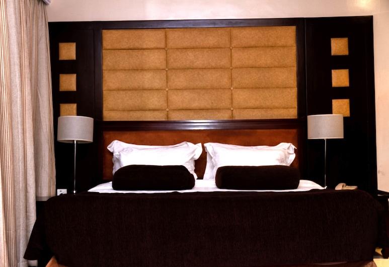 Owu Crown Hotel, Ibadan, Standard Room, Water view