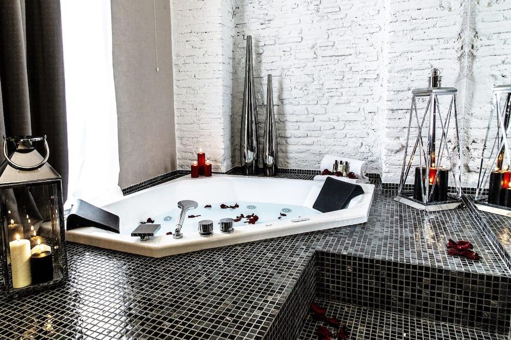 Numeris, karšta vonia - Atskira masažinė vonia