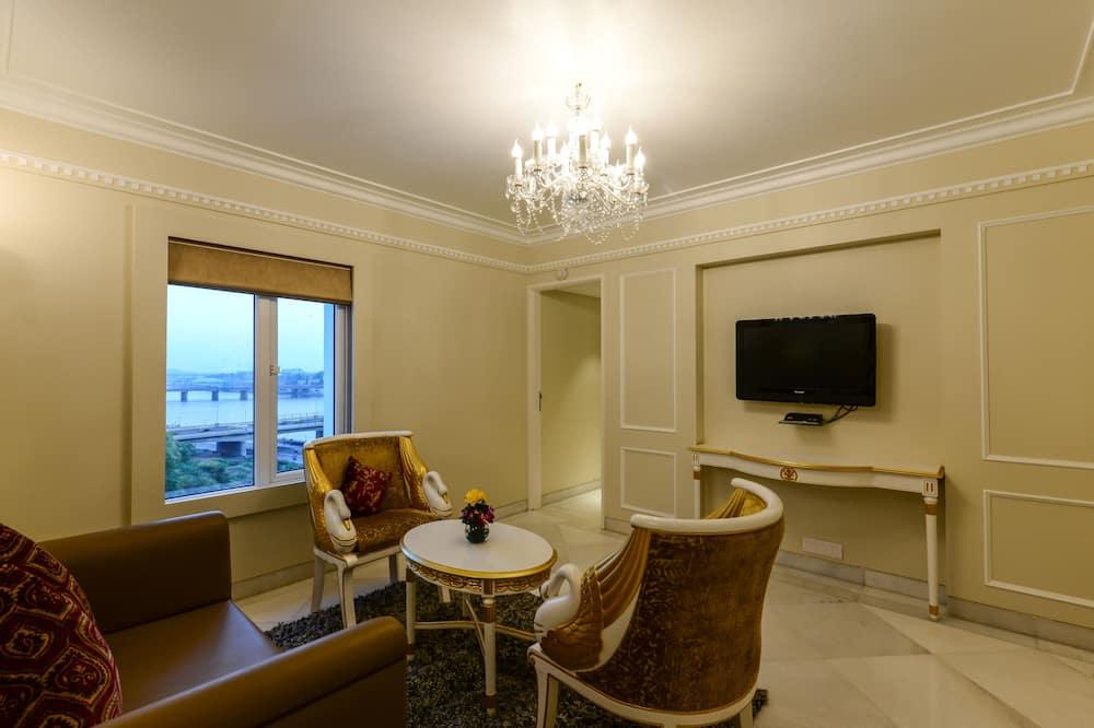 Family Studio Suite - Living Area