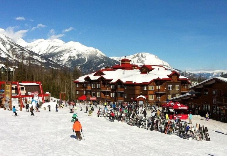 Cornerstone Lodge, Fernie, Thể thao trên tuyết và trượt tuyết