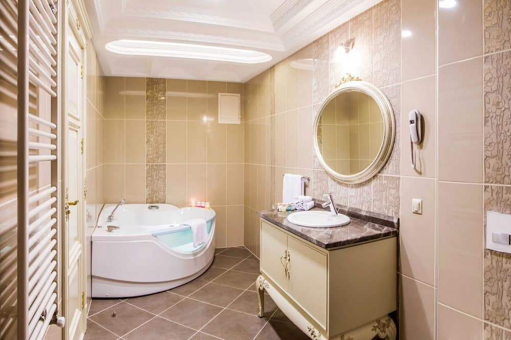 Grand Deluxe Double or Twin Room - ห้องน้ำ