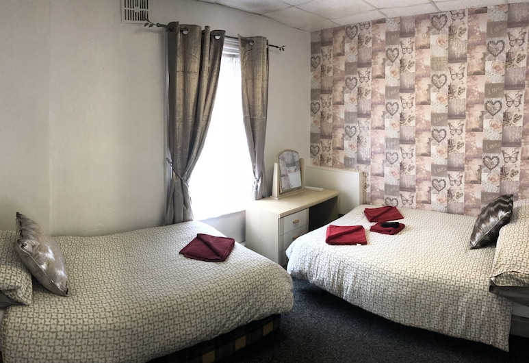 The Butterfly Hotel - Group Weekends, Blackpool, Triple Room, Ensuite, Guest Room