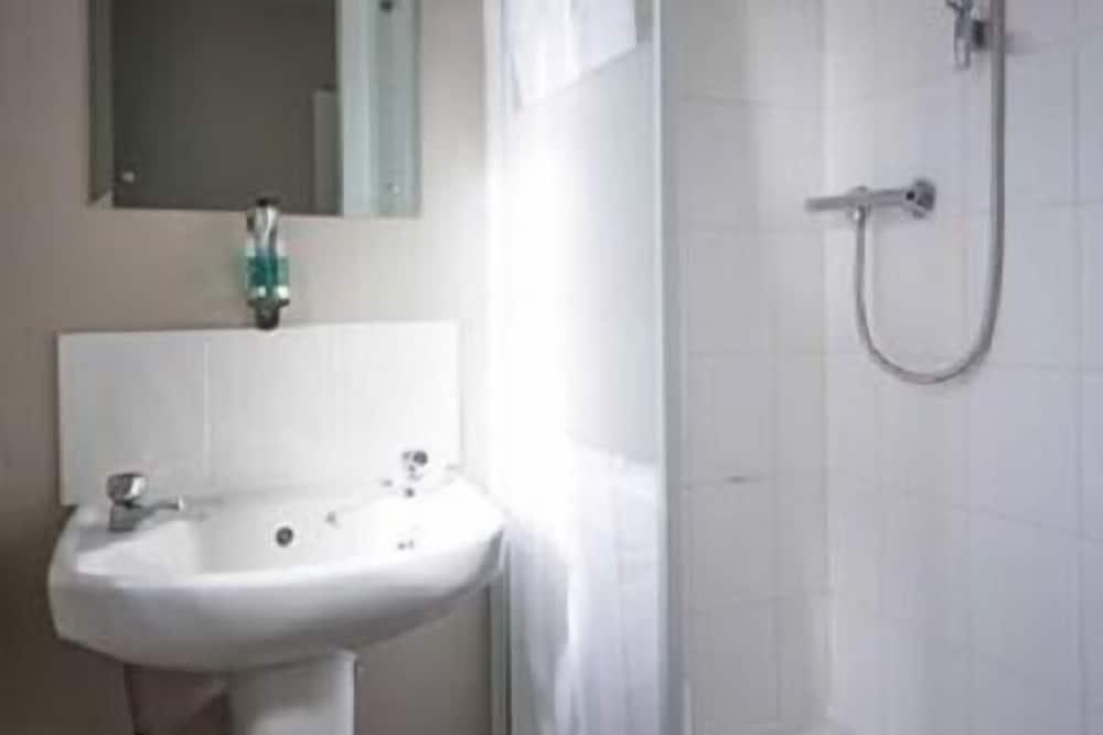 Izba s dvojlôžkom alebo oddelenými lôžkami, vlastná kúpeľňa - Kúpeľňa