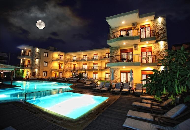 Nereides Hotel, Kassandra, Basen