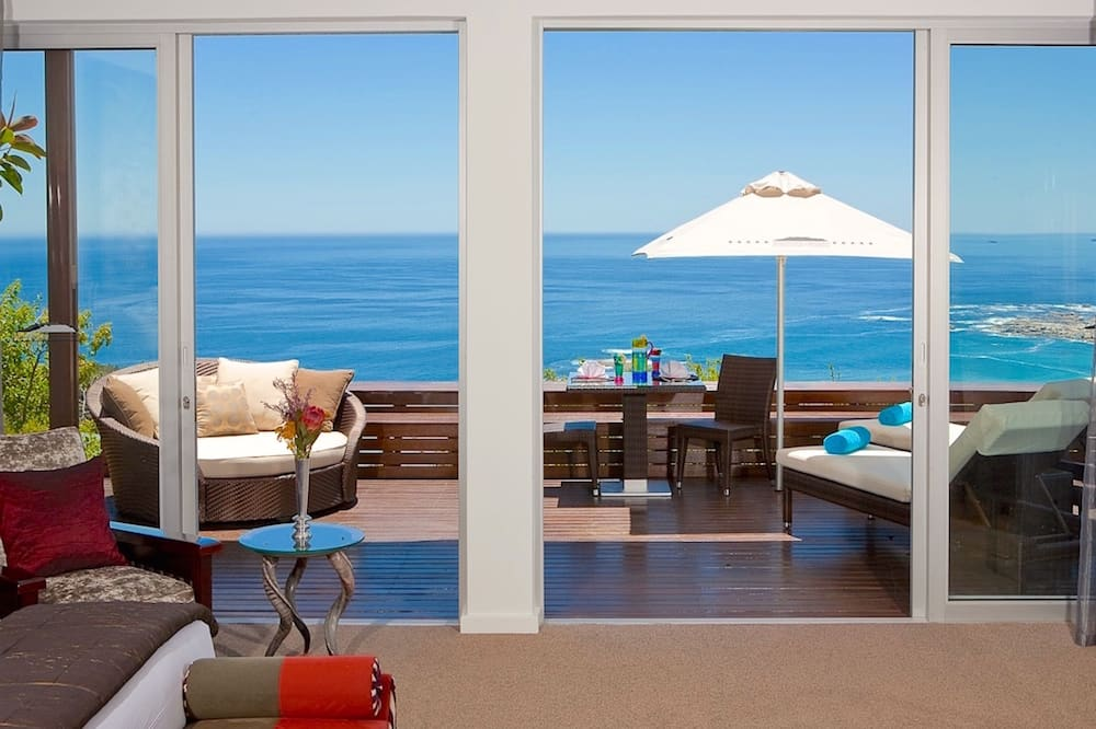 The Pineapple Suite, 1 King Bed, Panoramic Ocean View - Guest Room