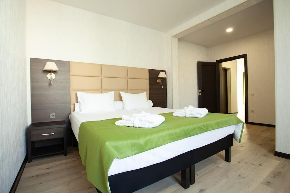 Suite, 1 Bedroom, Balcony - Living Room