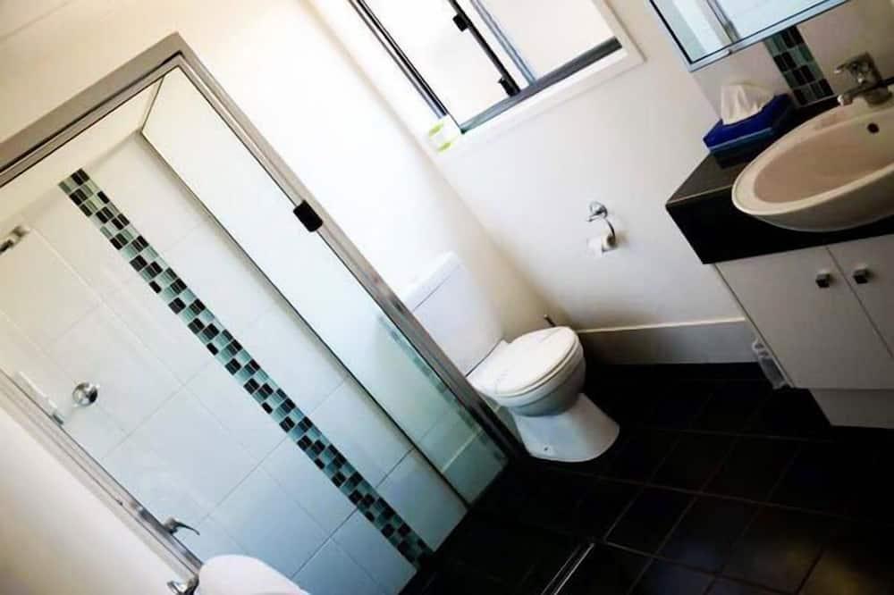 Vienvietis kambarys, 1 didelė dvigulė lova - Vonios kambarys