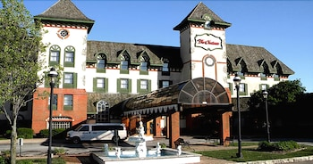 Bloomington bölgesindeki The Chateau Hotel and Conference Center resmi