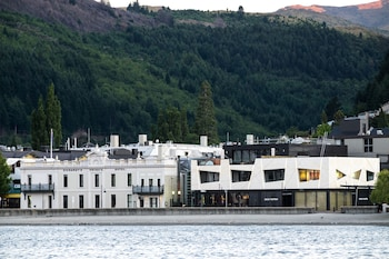 Picture of Eichardt's Private Hotel in Queenstown