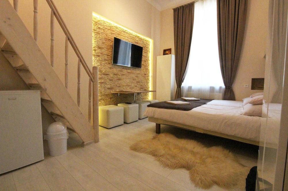 Apartment (Amber) - Room