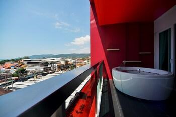 Foto SLEEP WITH ME HOTEL design hotel @ patong di Patong