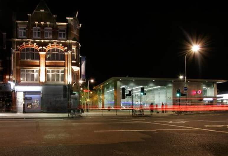 W12 Rooms, London, Hotellets front – kveld/natt