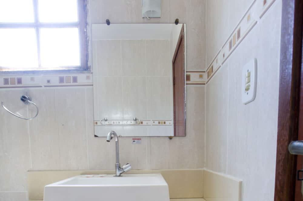 Family Room, Multiple Beds - Bathroom