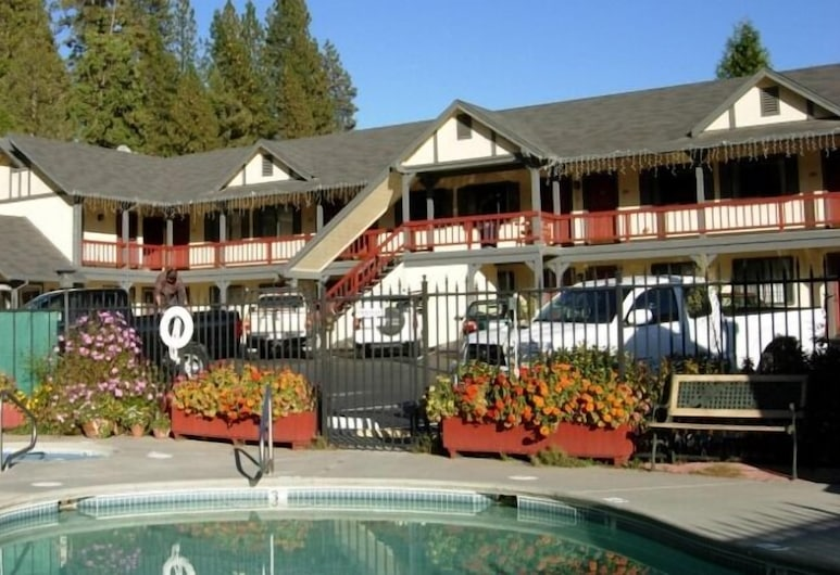 Wildwood Inn, Twain Harte, Hadapan Hotel