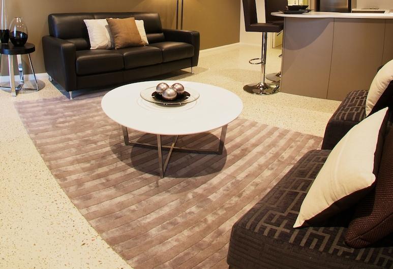 Mia Mia Executive Apartments, Port Hedland, Standard Apartment, Non Smoking, Kitchen (1 bedroom Apartment), Living Area