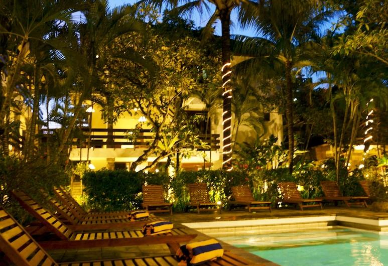 峇里島蘇巴克飯店, 水明漾, 室外游泳池