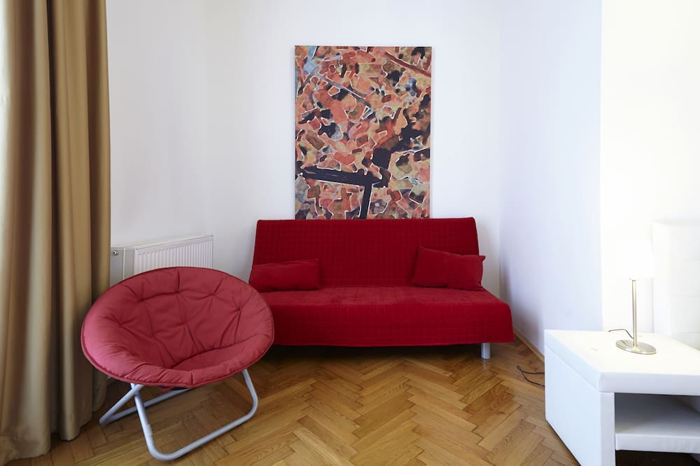 Üç Kişilik Oda - Oturma Alanı