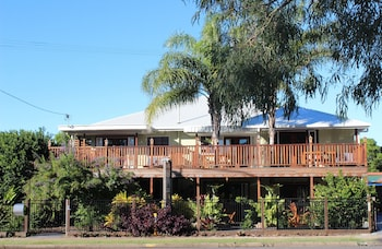 A(z) Five 3 Five - The Beachside Barracks hotel fényképe itt: Urangan