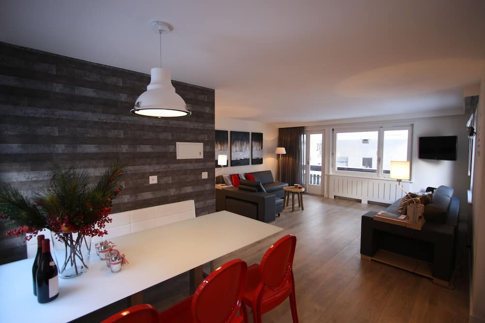 Deluxe Apartment, 3 Bedrooms, 2 Bathrooms, Mountain View - Living Area