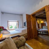 Economy Twin Room, 2 Twin Beds, Private Bathroom, River View - Living Area
