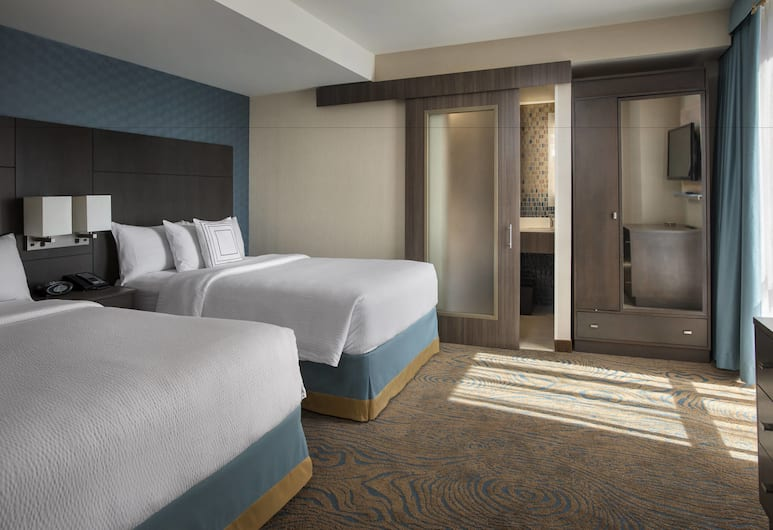 Courtyard by Marriott New York Manhattan / Chelsea, New York, Family Suite, 1 Bedroom (2 Room with 1 Sleeper chair), Guest Room