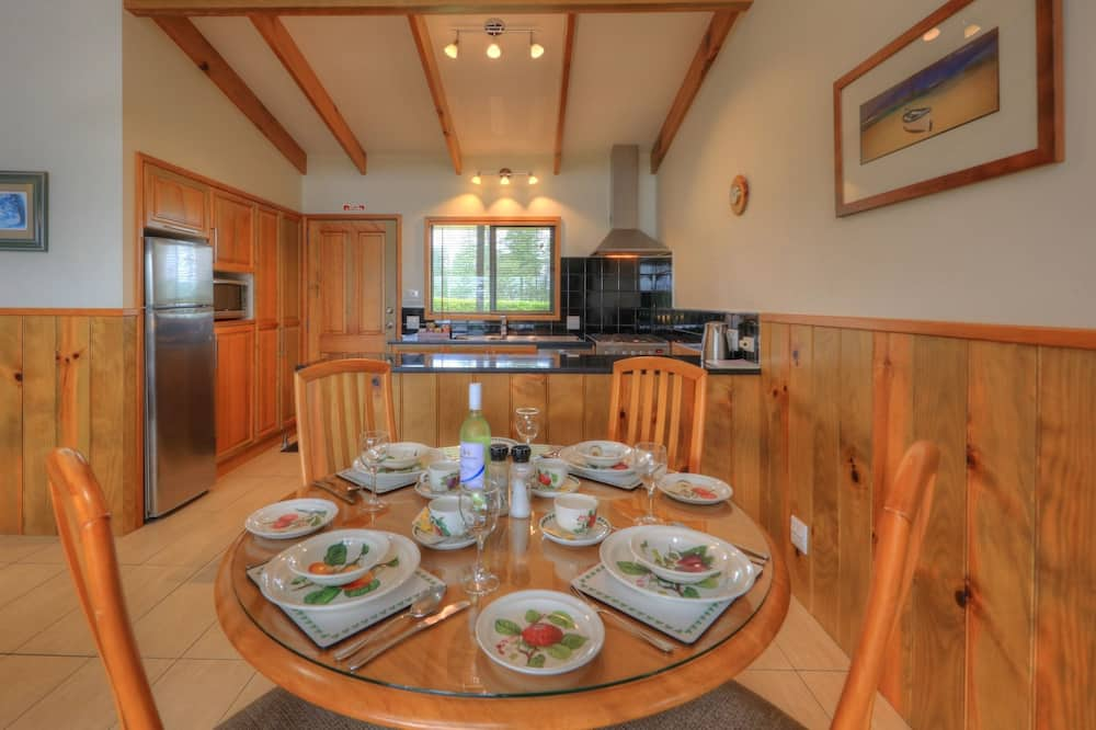 Panoramic Apartment, 2 Bedrooms, Balcony, Ocean View - In-Room Dining