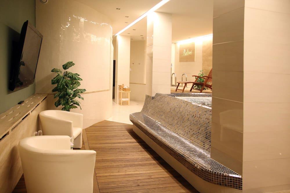 Спа-ванна в приміщенні