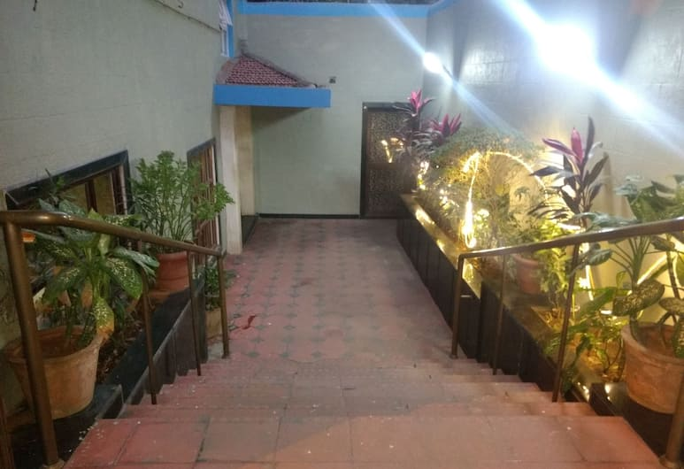 Pals Hotel, Mumbai, Hotel Front