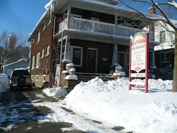 Picture of Rainbow Bed & Breakfast in Niagara Falls