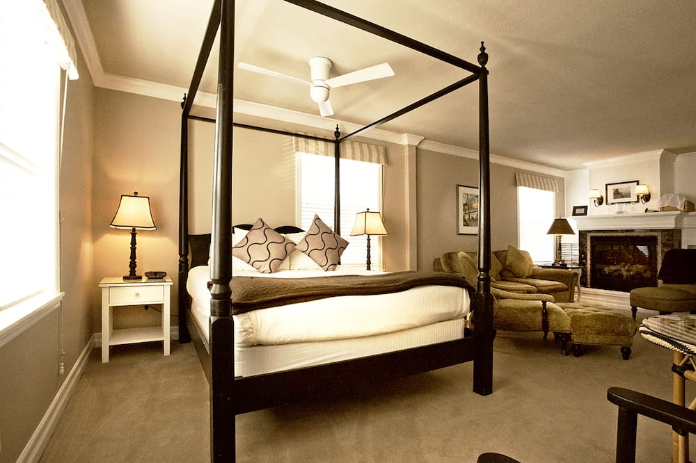 Exclusive 2- Queen Four-Poster Bed - 객실