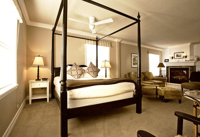 Cannon Beach Hotel, Cannon Beach, Exclusive 2- Queen Four-Poster Bed, Camera