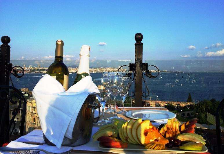 Mytra Hotel, Istanbul, Khu ẩm thực ngoài trời