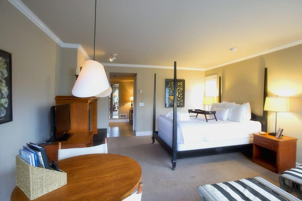 10 Courtyard Premier - Guest Room