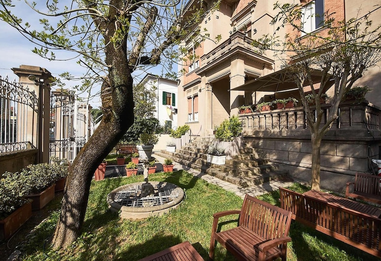 Villa Tower Inn, Pisa, Dvor