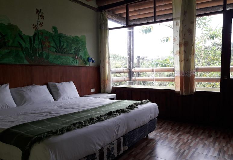 Biohostal Mindo Cloud Forest, Mindo, Pagerinto tipo dvivietis kambarys, 1 labai didelė dvigulė lova, vaizdas į miestą, Svečių kambarys