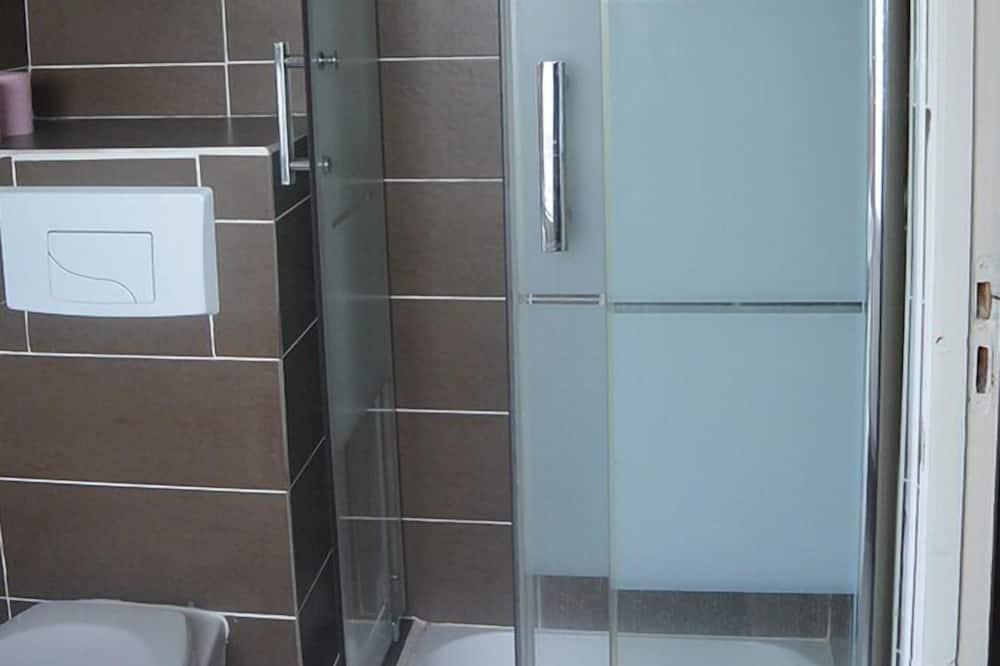 Phòng đôi Tiêu chuẩn - Bồn tắm vòi sen trong phòng tắm