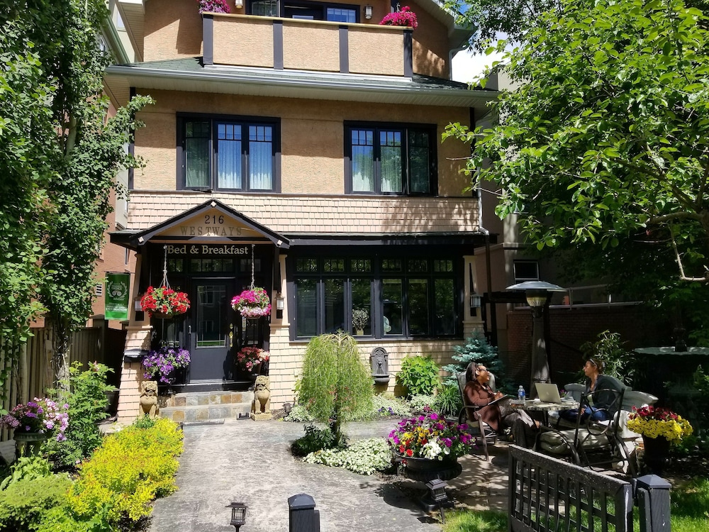 Westways Calgary Guest House Bed & Breakfast, Calgary